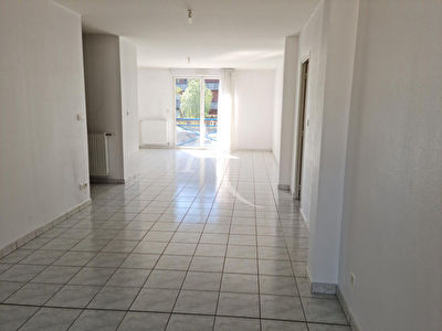 BEL APPARTEMENT EN RDC - SOISSONS -